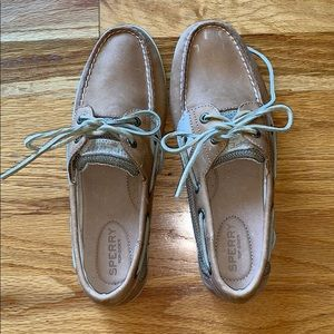 Womens sperrys topsider never worn !!